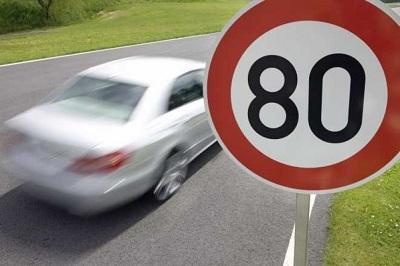 Превышение скорости автомобилем под знаком ограничения скорости