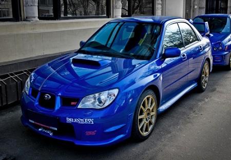 Subaru Impreza в синем варианте