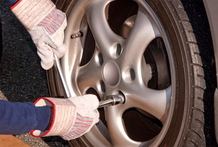 Сезонная замена шин автомобиля