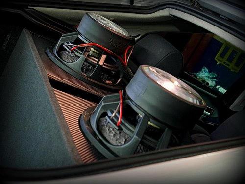 Подключение динамиков в автомобиле