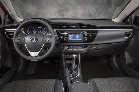 Интерьер Toyota Corolla 2014 года выпуска