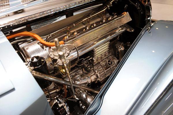 Сердце автомобиля - двигатель Bugatti Type-57SC Atlantic