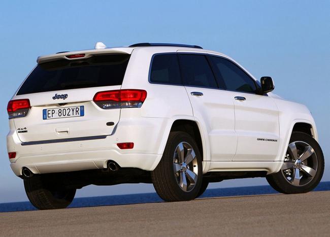 Белый Jeep Grand Cherokee 2014 года