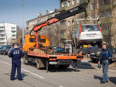 Эвакуация автомобиля за неправильную парковку