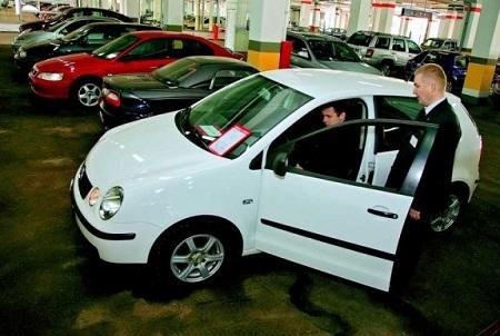 Продажа подержанных автомобилей в салоне