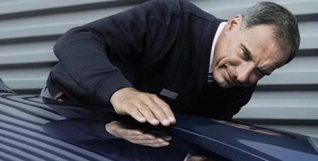 Проверка кузова на наличие повреждений и вмятин
