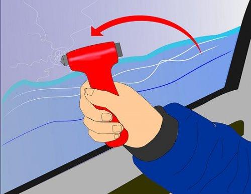 При попадании автомобиля под воду следует разбить боковое стекло