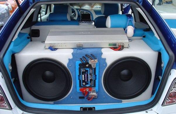 Красиво, а самое главное правильно установленный сабвуфер в автомобиле