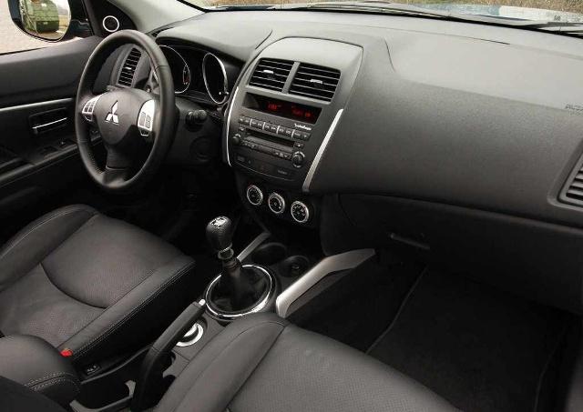Комфортный салон в автомобиле марки Mitsubishi ASX