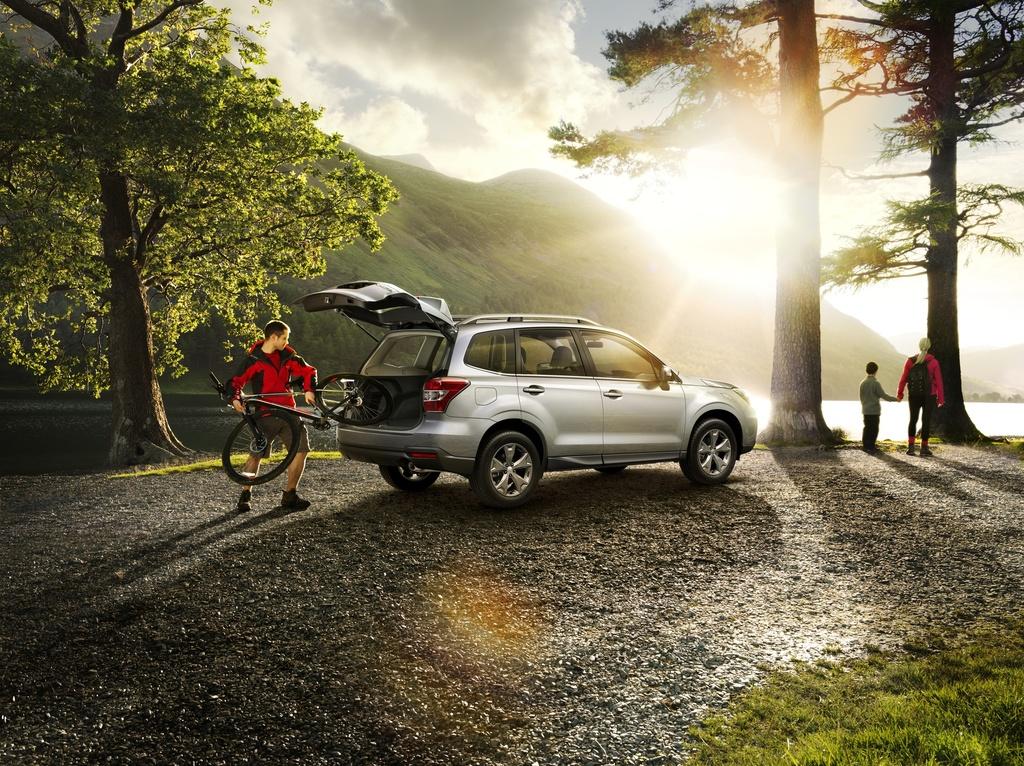 Subaru Forester с открытым багажником