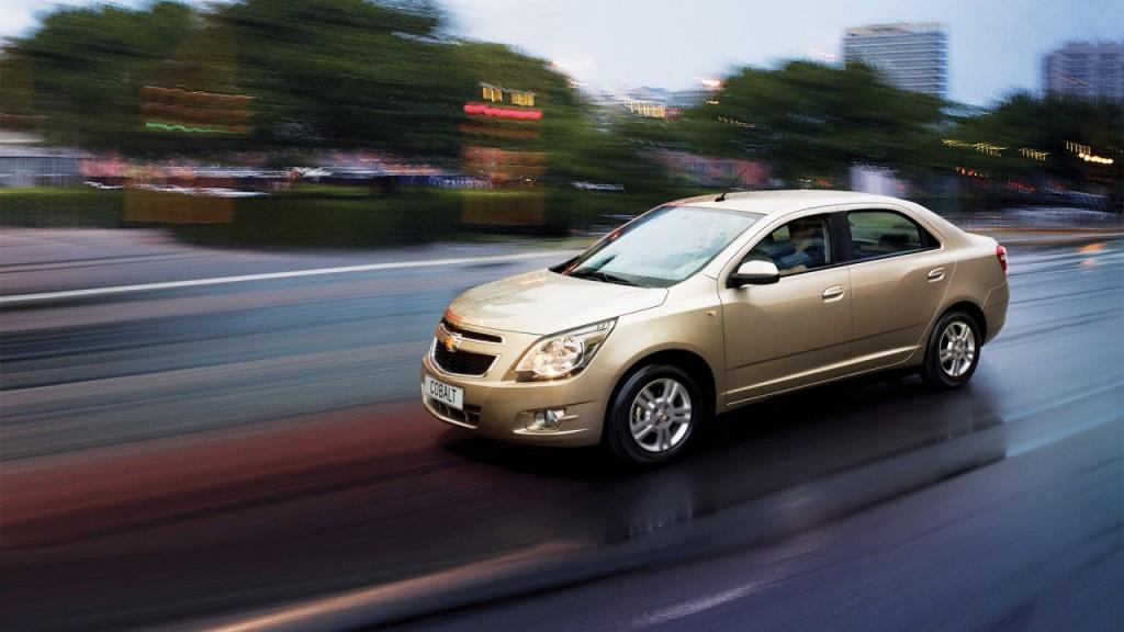 Chevrolet Cobalt вид сбоку