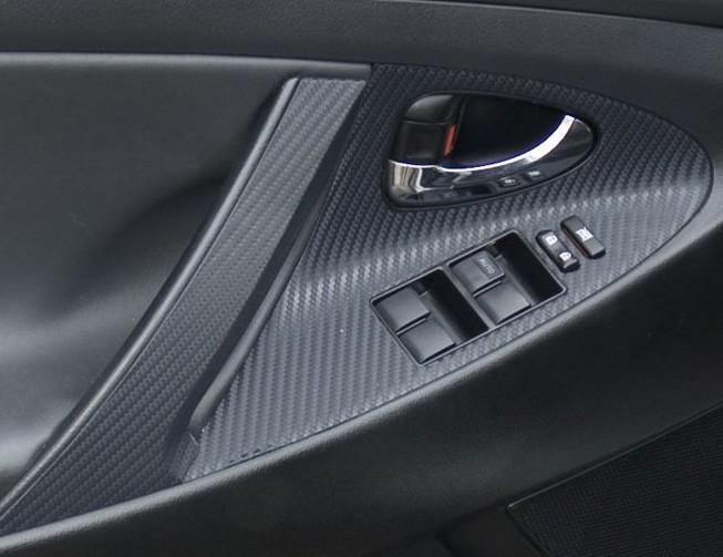 Карбоновая плёнка на внутренней стороне двери автомобиля