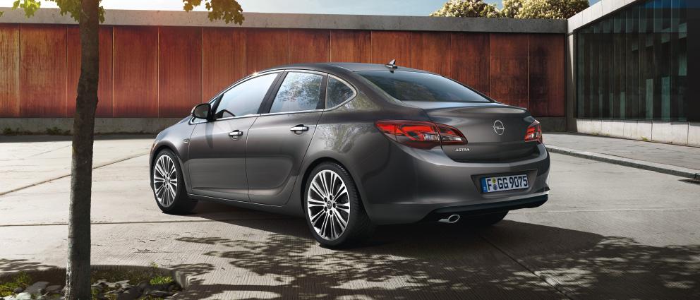 Opel Astra: вид сзади