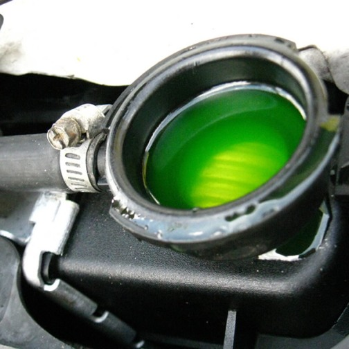 Охлаждающая жидкость залита в радиатор