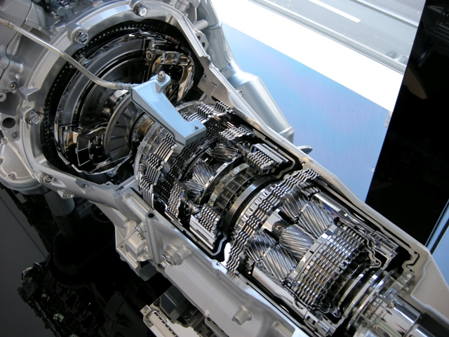 Разрез автоматической коробки передач автомобиля Лексус