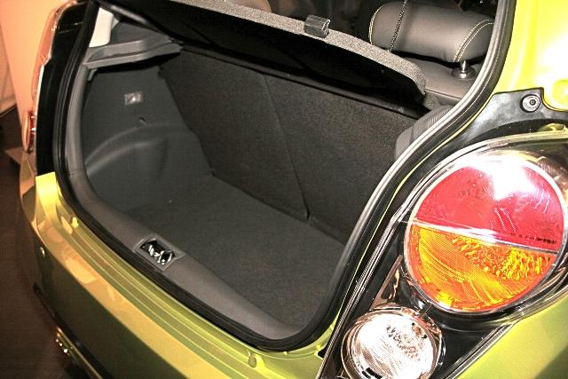 Открытый багажник Шевроле Спарк