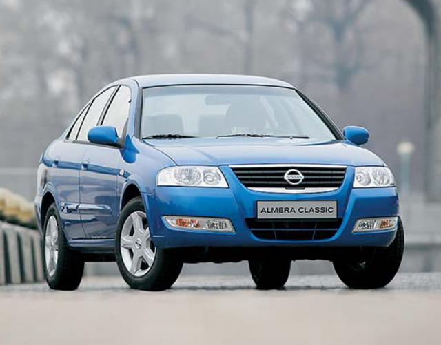 Nissan Almera в синем цвете