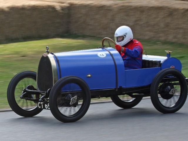 Спортивный автомобиль Bugatti Type 13 времён Первой мировой войны