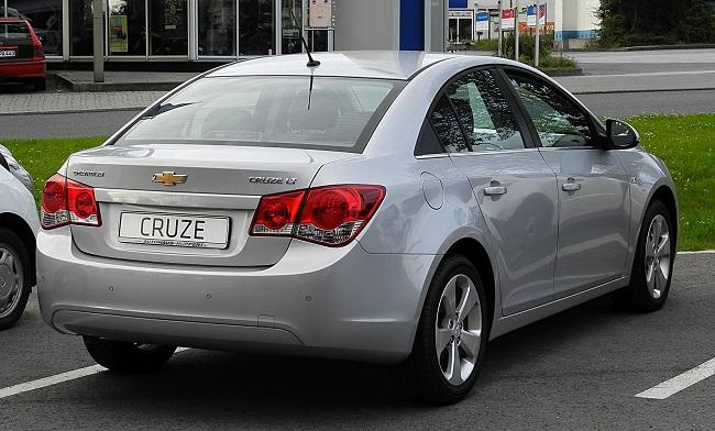 Chevrolet Cruze — вид сзади