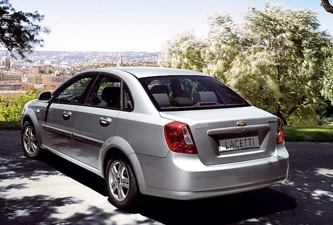 Chevrolet Lacetti — вид сзади