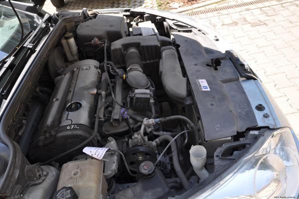 Фото двигателя автомобиля Peugeot 407