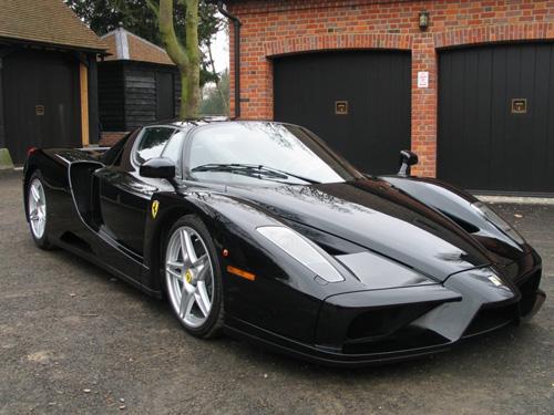 Автомобиль Ferrari Enzo в чёрном цвете
