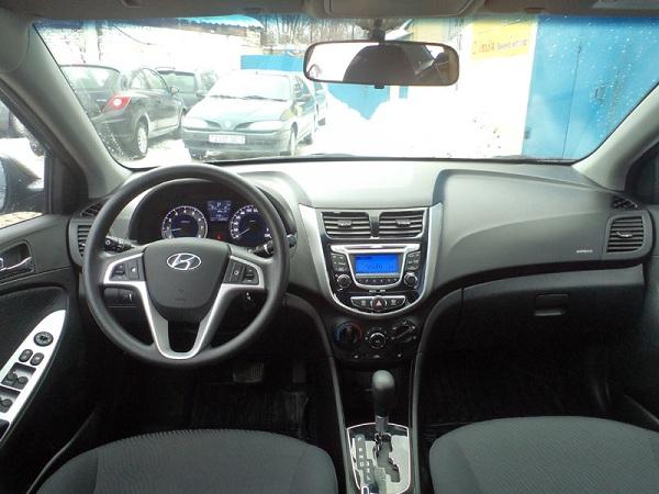 Интерьер Hyundai Accent 2013