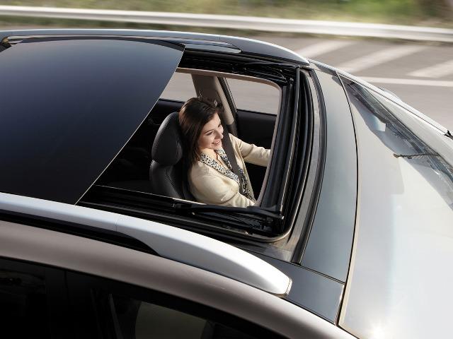 Бензиновая версия Hyundai ix35 имеет люк
