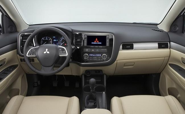 Интерьер Mitsubishi Outlander