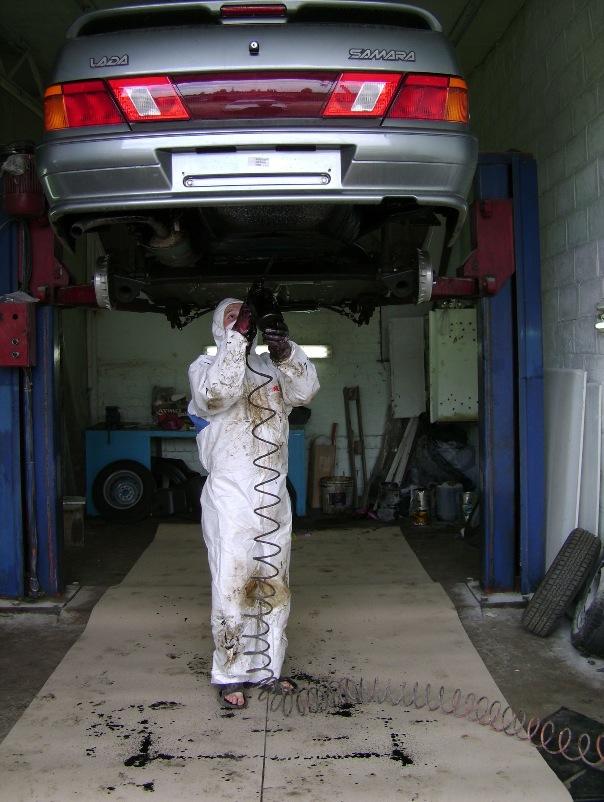 Процесс антикоррозийной обработки автомобиля