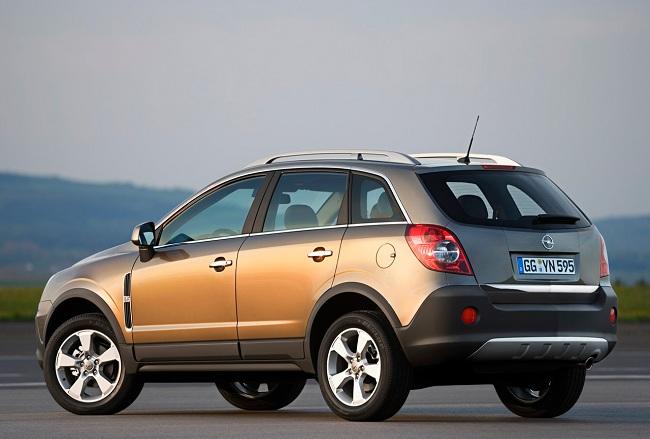 Opel Antara — вид сзади
