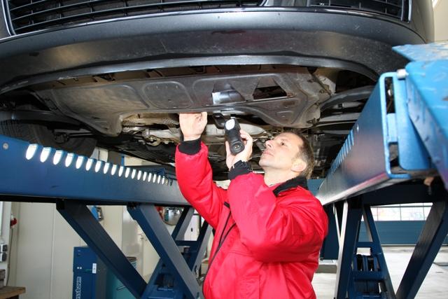 Технический осмотр подержанного автомобиля — важный элемент торгов