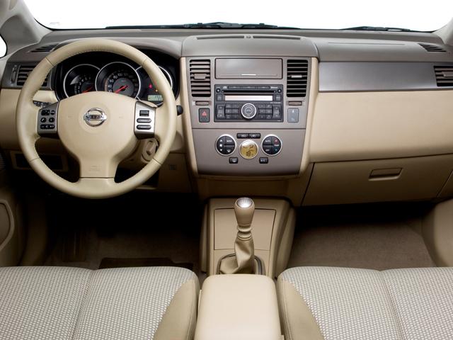 Руль и приборная панель Nissan Tiida