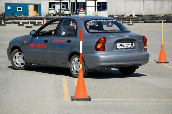 Обучение правильной парковке задним ходом