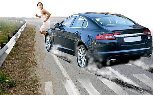 Один из сценариев автоподстав — когда мошенник бросается под колёса