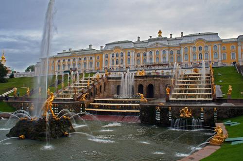 Дворцово-парковый ансамбль в Петергофе