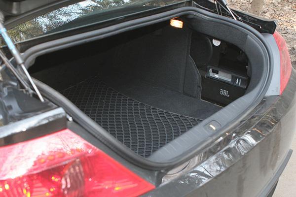 Вместительный багажник Пежо 407