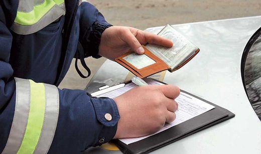Составление протокола изъятия водительских прав
