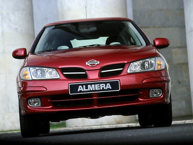 Nissan Almera в красном цвете