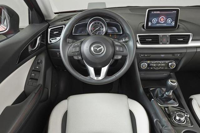 Руль и панель приборов Mazda 3