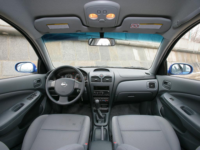 Салон автомобиля Nissan Almera