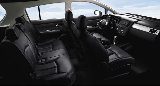 Просторный салон Nissan Tiida
