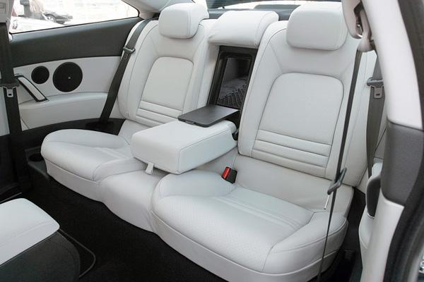 Задние сидения в автомобиле Peugeot 407