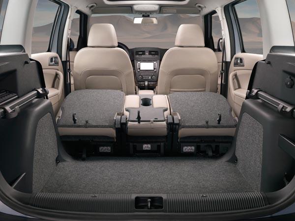 Просторный салон автомобиля Skoda Yeti без задних сидений