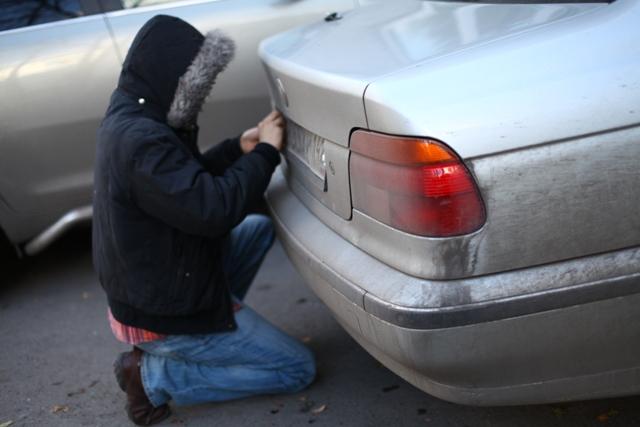 Процесс кражи номера автомобиля