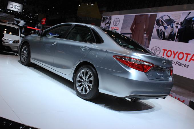 Toyota Camry: вид сзади