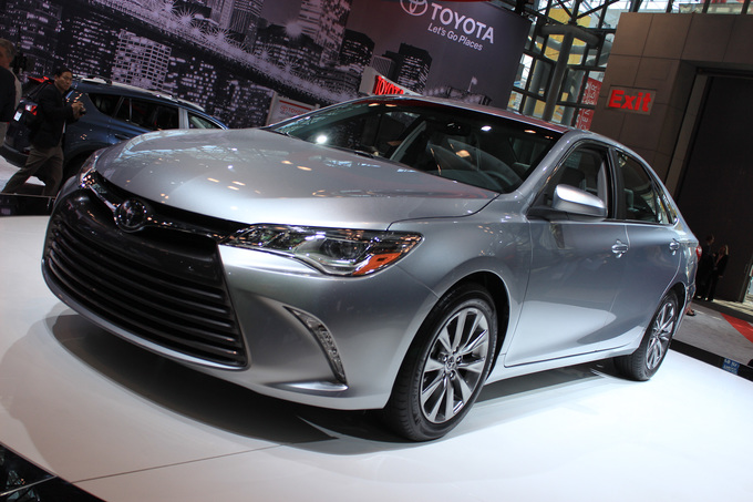 Toyota Camry: вид спереди