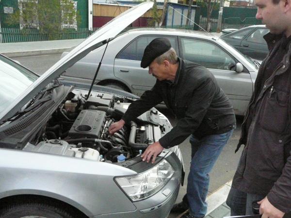 Осмотр двигателя подержанного автомобиля перед покупкой