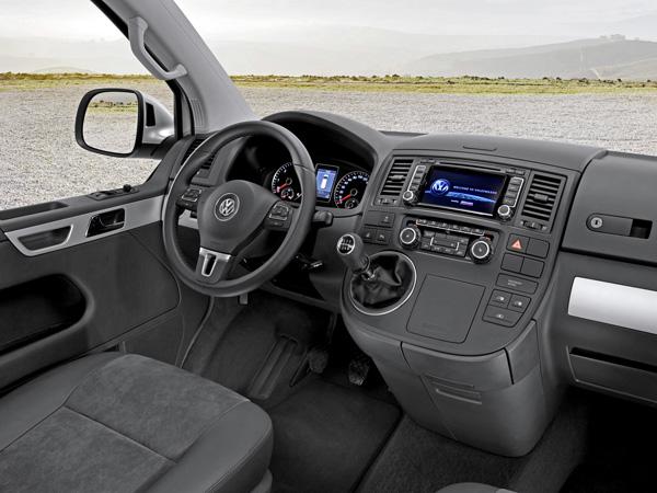 Руль и приборная панель в Volkswagen Multivan