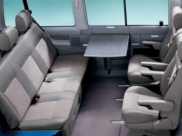 Комфортный салон автомобиля Volkswagen Multivan